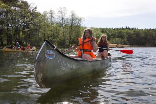 En av dagarna paddlade vi kanot en timme.